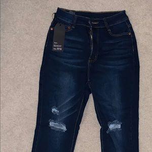 Denim - Distressed blue jeans 9/10